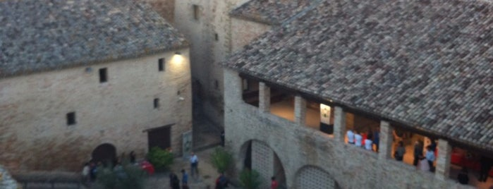 Castello della Rancia is one of Maddalenaさんのお気に入りスポット.