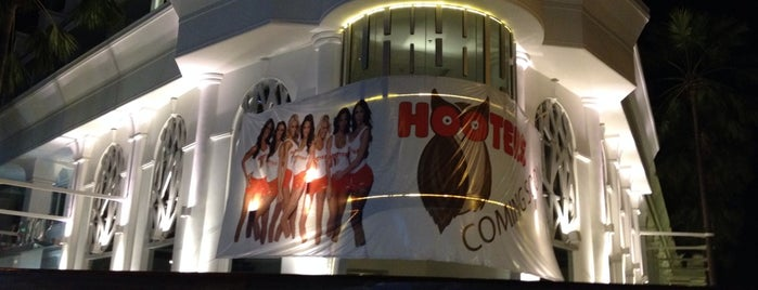 Hooters is one of Lieux qui ont plu à Chuck.