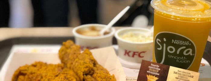 KFC is one of Locais curtidos por Ian.