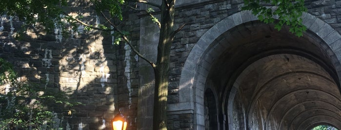 Fort Tryon Park is one of สถานที่ที่ Tania ถูกใจ.