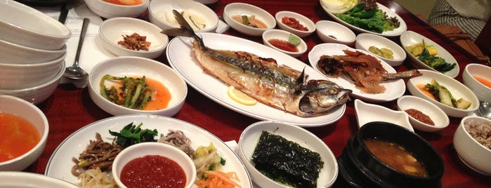 사월에 보리밥 is one of 강남.