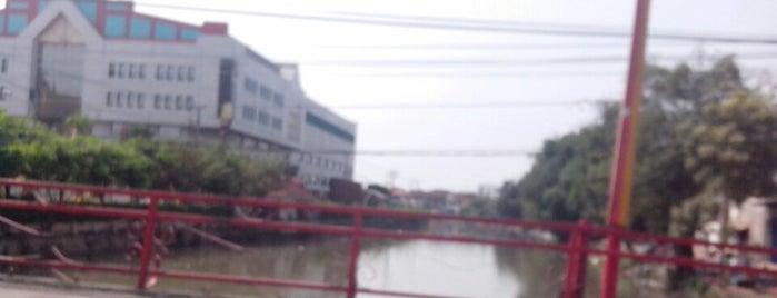 Jembatan Merah is one of สถานที่ที่ Arie ถูกใจ.