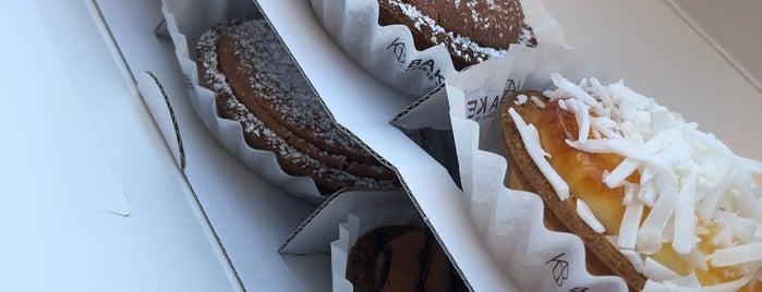 BAKE Cheese Tart is one of Tempat yang Disukai Larisa.