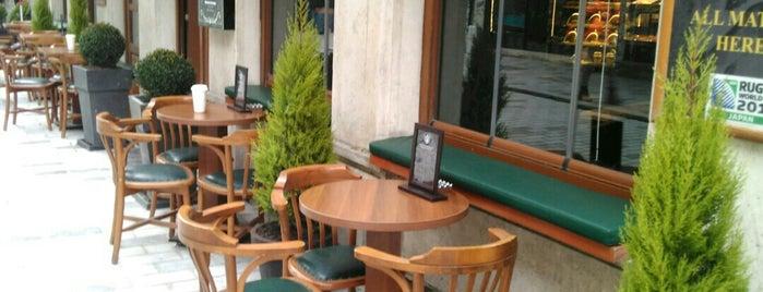 Rixsos  Starbucks Coffee is one of Tempat yang Disukai Samet.