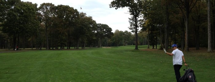 Flanders Valley Golf Course is one of Tempat yang Disukai Marco.
