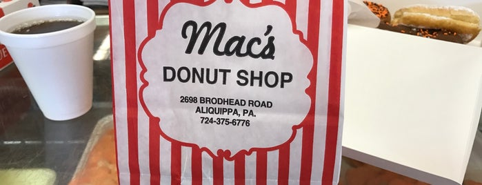 Mac's Donuts is one of Locais curtidos por Joe.