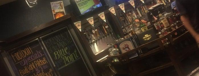 The Broken Barrel Tavern is one of Danny'ın Beğendiği Mekanlar.