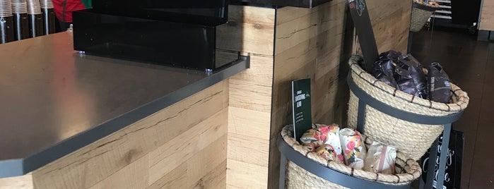 Starbucks is one of Posti che sono piaciuti a C F.