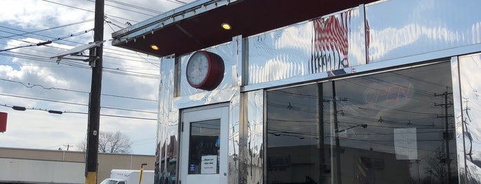 Bayway Diner is one of Diners, Drive-ins and Dives.
