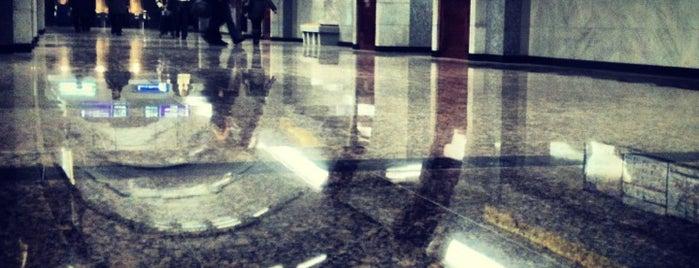 metro Bukharestskaya is one of สถานที่ที่ Юлия ถูกใจ.