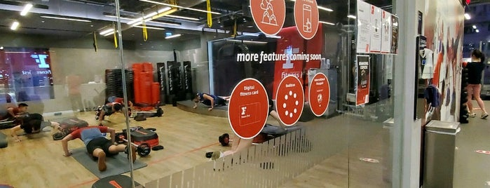 Fitness First Platinum is one of Lugares favoritos de Dee.