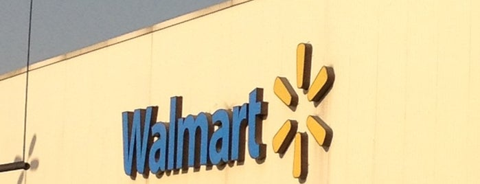 Walmart is one of Sergioさんのお気に入りスポット.