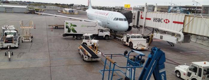 Montréal–Pierre Elliott Trudeau International Airport (YUL) is one of Tempat yang Disukai JC.