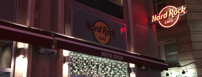 Hard Rock Cafe is one of Zeynep 님이 좋아한 장소.