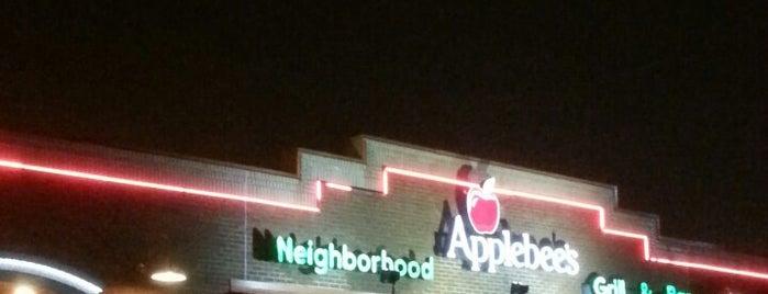 Applebee's Grill + Bar is one of Tempat yang Disukai Anthony.