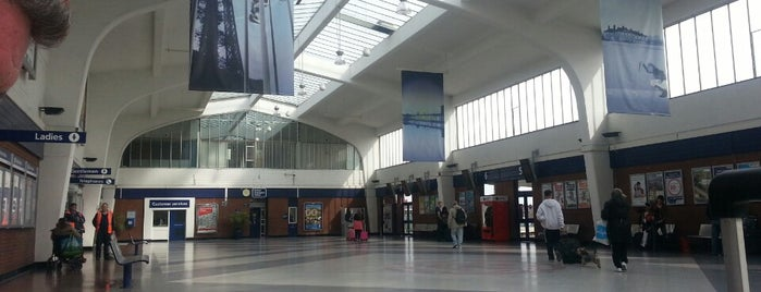 Blackpool North Railway Station (BPN) is one of สถานที่ที่ Resul ถูกใจ.