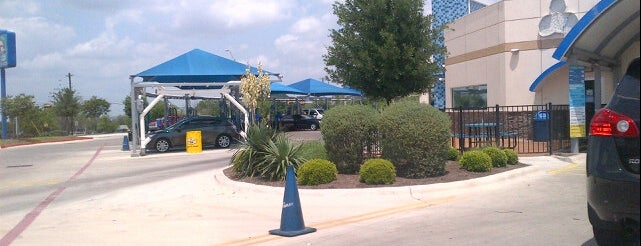 Mr. Clean Car Wash & Oil Change - Round Rock is one of Posti che sono piaciuti a Anthony.