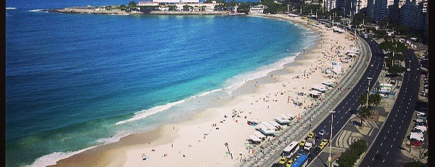Praia de Copacabana is one of Hernanさんの保存済みスポット.