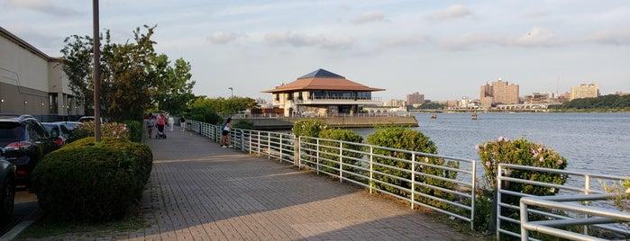 Mitsuwa Waterfront is one of Lizzie 님이 저장한 장소.