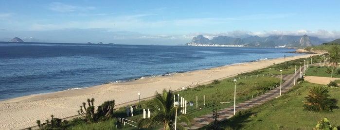 Praia de Camboinhas is one of สถานที่ที่ flexair ถูกใจ.