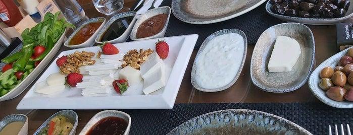 Köşk Cafe Manavgat is one of สถานที่ที่ Yılmaz ถูกใจ.
