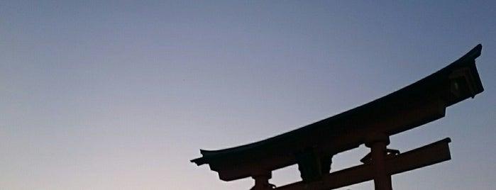 厳島神社 is one of ぜろさんの保存済みスポット.