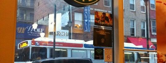 Starbucks is one of Tempat yang Disukai Cory.