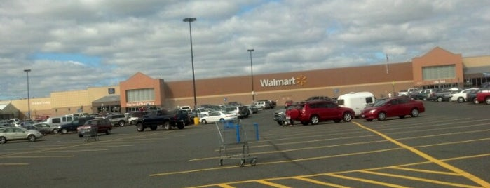 Walmart is one of Tempat yang Disukai Bridget.
