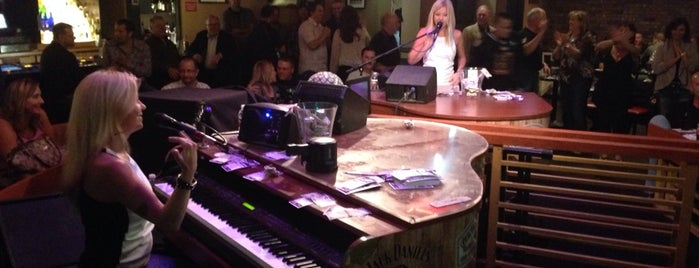 Harrah's Piano Bar is one of Las Vegas All Badges.