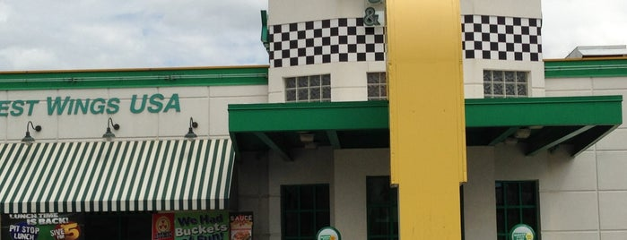 Quaker Steak & Lube® is one of Rickさんのお気に入りスポット.
