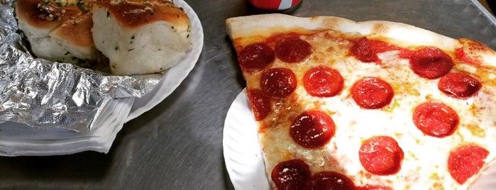 7 Stars Pizza is one of Lugares favoritos de Del.