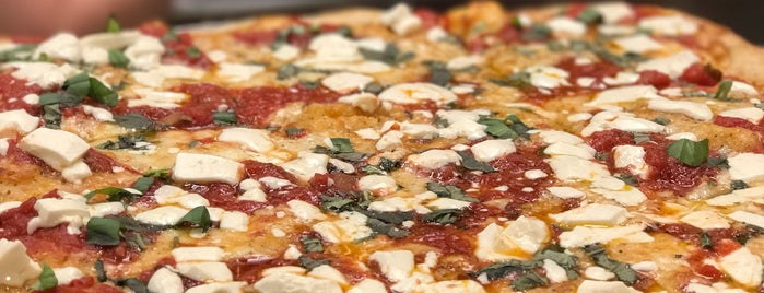 Francesca's Pizza & Restaurant is one of สถานที่ที่ Nam ถูกใจ.