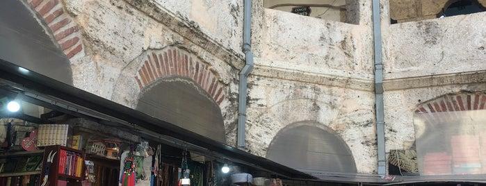 Taşhan Cafe is one of Orte, die Erkan gefallen.