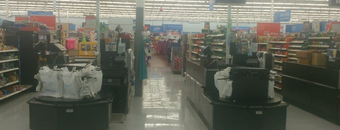 Walmart Supercenter is one of Locais curtidos por Jacie.