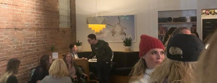 Flight Wine Bar is one of Orte, die Jillian gefallen.