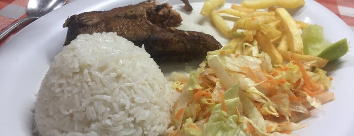 Restaurante El Parqueadero is one of Tempat yang Disukai Melanie.