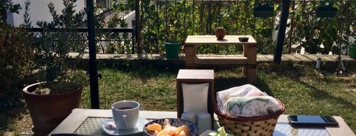 Lemon House Cunda is one of Ayvalık.