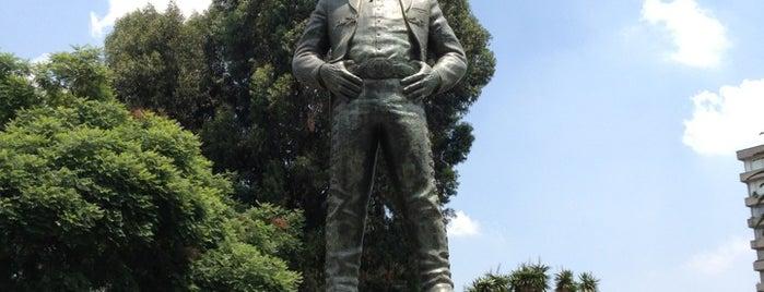 Plaza Jorge Negrete is one of Lugares favoritos de Julio Luis.