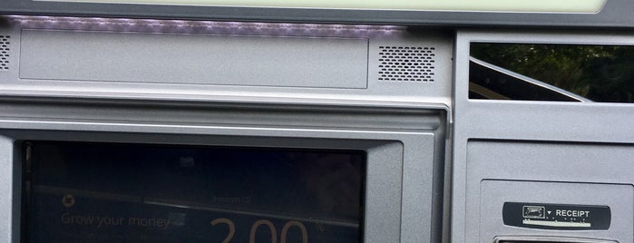 Chase Bank is one of Locais curtidos por Cornelius.