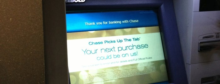 Chase Bank is one of Lieux qui ont plu à Lindsay.
