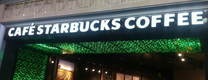 Starbucks is one of Locais curtidos por Manolo.