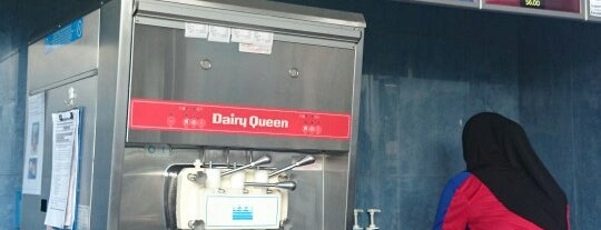 Dairy Queen (DQ) is one of Sさんのお気に入りスポット.