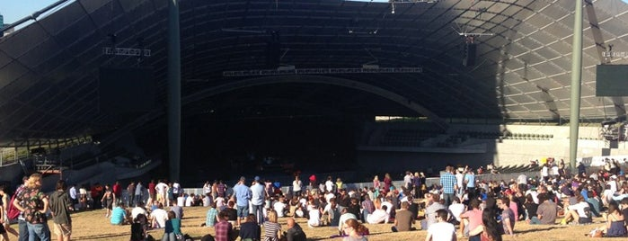 Sidney Myer Music Bowl is one of Tempat yang Disukai Adam.
