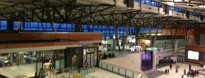 Aeroporto Internacional Ottawa Macdonald-Cartier (YOW) is one of Airports (around the world).