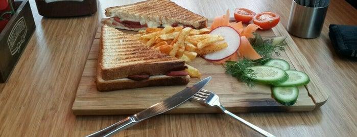 Kahve Kulübü Cafe & Kitchenette is one of Gidilecek Yerler.