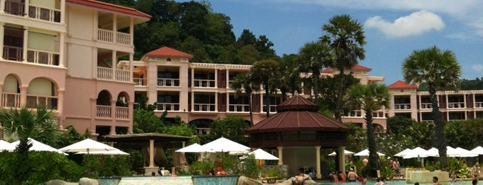 Centara Grand Beach Resort Phuket is one of ömer : понравившиеся места.