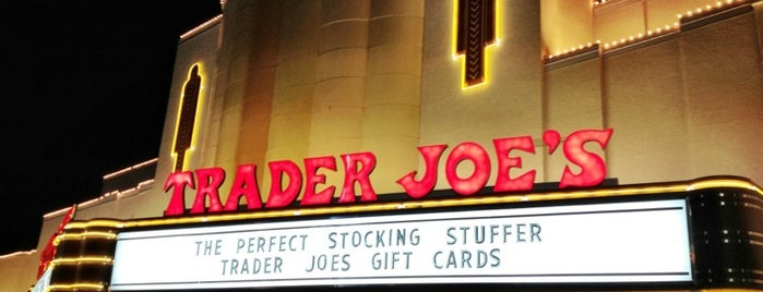 Trader Joe's is one of Orte, die Andrew gefallen.
