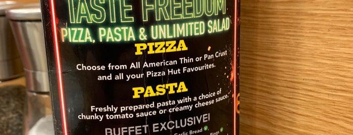 Pizza Hut is one of Orte, die Silvia gefallen.