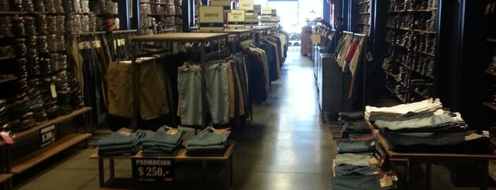 Levi's Store is one of Tempat yang Disukai Agustin.
