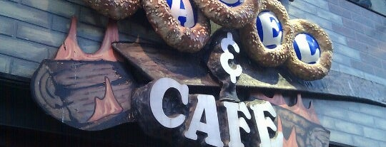 St-Viateur Bagel & Café is one of Lugares favoritos de st.